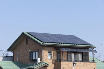 住宅 設備 ソーラーパネル 施工例 青空 コピースペース
