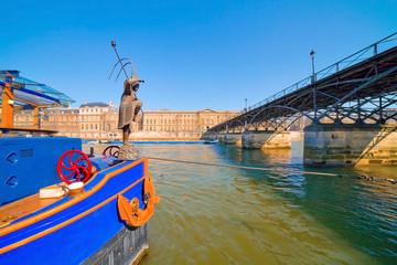 Paris, péniche près du pont des arts