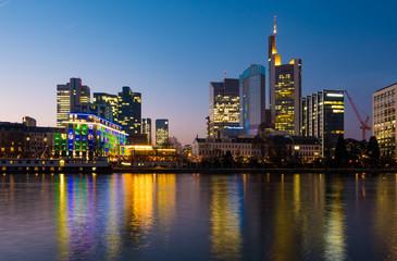 Bankenviertel von Frankfurt am Main, blaue Stunde