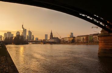 Frankfurt Skyline im Abendlicht