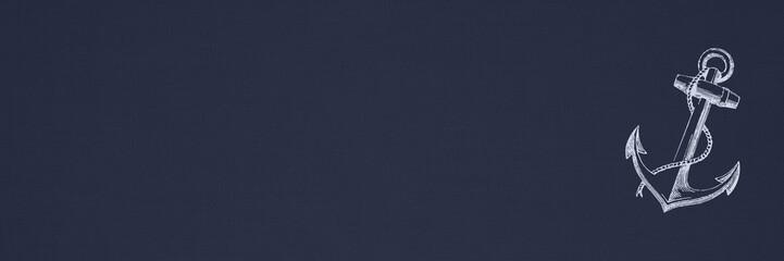 Klassischer Anker auf blauem Leinenstoff-Hintergrund / Banner