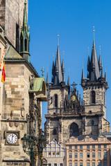 Altstädter Rathaus und die Teynkirche in Prag