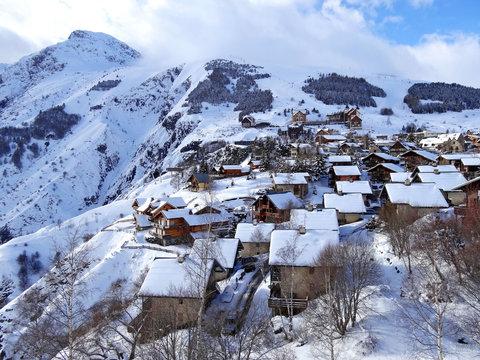 """Vue de la station de ski """"Les 2 Alpes"""""""