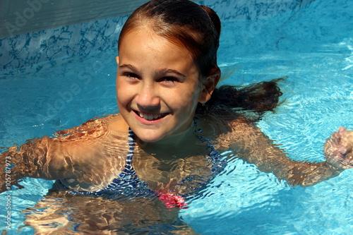 Bambina in piscina imagens e fotos de stock royalty free no imagem 105787973 - Borsone piscina bambina ...