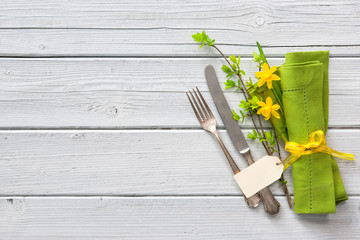 Spring table place setting with daffodils