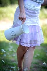 junge Frau auf der Blumenwiese