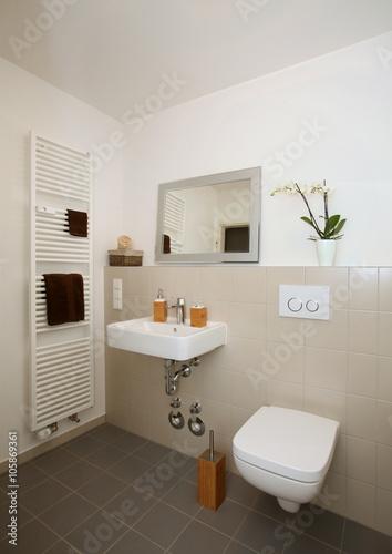 Kleines renoviertes Badezimmer ( barrierefrei und seniorengerecht ...