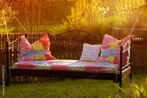 bett im garten bei sonnenuntergang feierabend stockfotos und lizenzfreie bilder auf fotolia. Black Bedroom Furniture Sets. Home Design Ideas