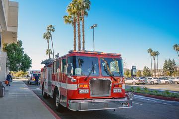 消防自動車と美しい空