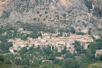 Keuken foto achterwand Olijf F, Provence, Alpes de Haut-Provence, Bergdorf Moustiers Sainte-Marie