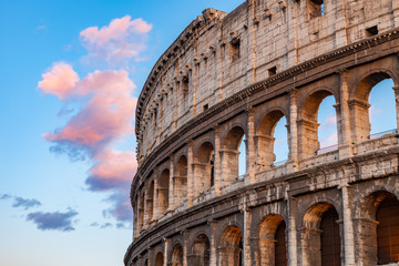 Fotomurales - Colosseum at sunset in Rome, Italy