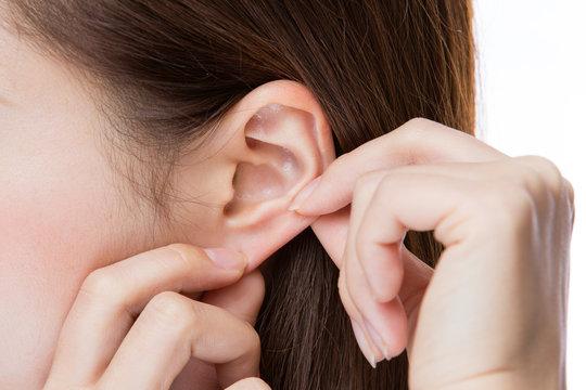 耳クローズアップ・若い女性
