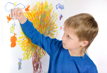 little boy draws a picture