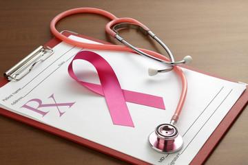 医療イメージ/聴診器と処方箋とピンクリボン