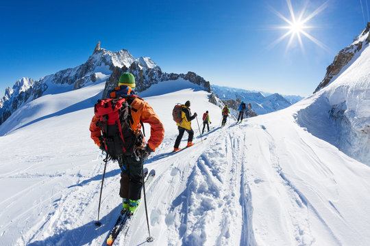 A group of skiers start the descent of Vallée Blanche, Mont Blanc Massif, Chamonix, France.
