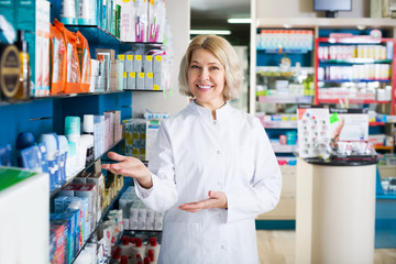 Pharmacists working in modern farmacy