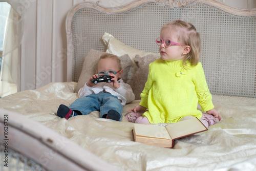 Платье с девочкой в очках