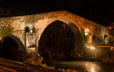 Staande foto Monument Famous Roman bridge in the city of Cangas de Onis, Asturias, Spa