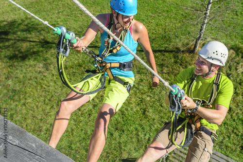 Klettergurt Abseilen : Weiblichen rock climber mit einem sicherungsseil und klettergurt