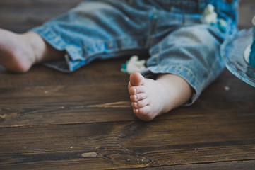 Bare foot kid standing on a wooden floor 5591.