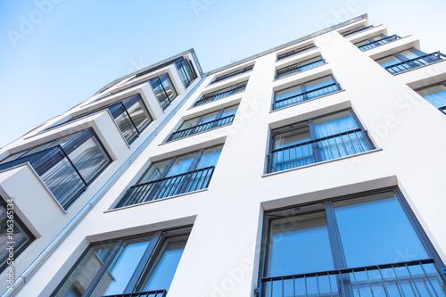 Eigentumswohnung hausfassade stockfotos und for Eigentumswohnung suchen