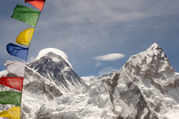 Fotobehang - Mount Everest with Prayer Flags - Nepal