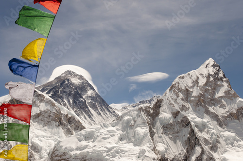 Wall mural Mount Everest with Prayer Flags - Nepal