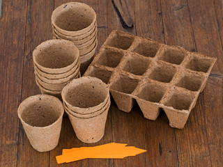 Biodegradable peat pots for sowing seeds