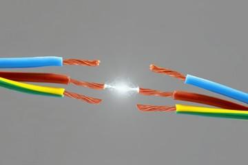 Elektro Kabel mit Funken Blitz