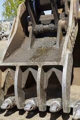 Heavy equipment excavator clamshell thumb bucket