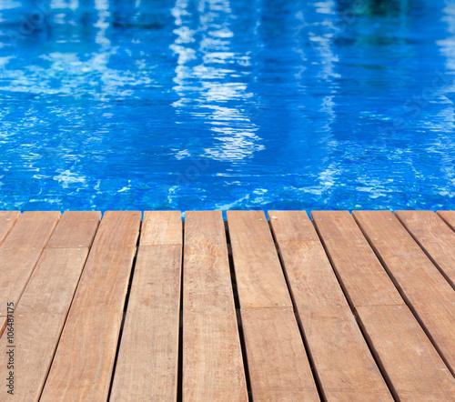 plage bois de piscine bleue photo libre de droits sur la banque d 39 images image. Black Bedroom Furniture Sets. Home Design Ideas