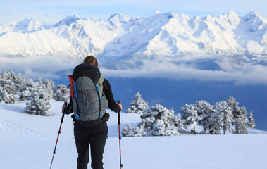 Fotomurales - Female hiker in the snow covered mountains in France during a hike.