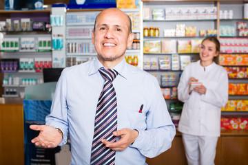 pharmacist counseling customer