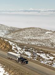 Big Rig Truckers Semi Truck Travels Interstate Cascade Range Bac