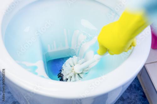 professionelle wc reinigung stockfotos und lizenzfreie bilder auf bild 106563378. Black Bedroom Furniture Sets. Home Design Ideas