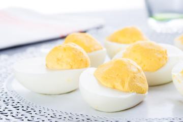 Mezze uova sode ripiene
