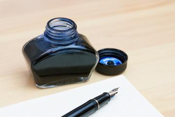万年筆とインク瓶