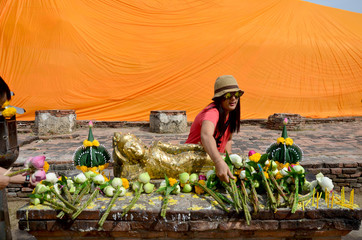 Thai woman portrait and pray with Reclining Buddha