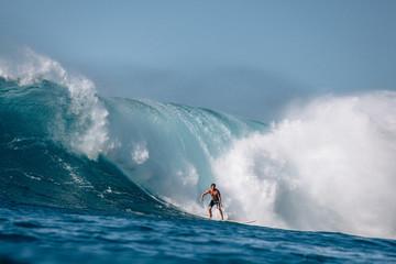 Man surfing wave, Waimea Bay, North Shore, Oahu, Hawaii, America, USA
