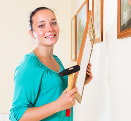 Girl with picture and hammer