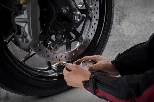 man motorcycle tire manual air pressure testing before traveling