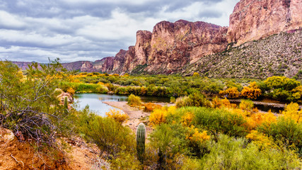 Aluminium Prints Arizona Salt River and Surrounding Mountains in the Arizona Desert in the United States