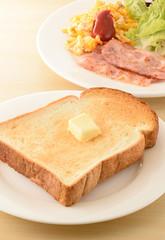 朝食のトースト