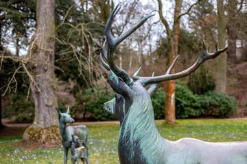 Skulpturen einer Hirschgruppe im Kartausgarten in Eisenach