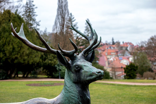 Skulptur eines Hirsches im Kartausgarten in Eisenach