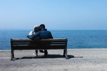 Coppia di Innamorati sulla panchina