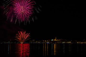 Fiori di fuoco, Fuochi d'artificio, Arona, Lago Maggiore, Novara, Piemonte, Italia