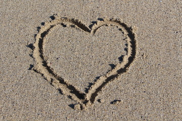 Cœur sur le sable