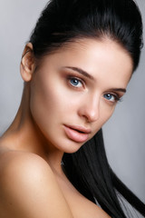 Beautiful woman face. Perfect makeup.Glamour portrait of beautiful woman model with fresh daily makeup .