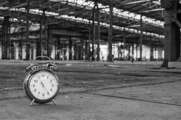 Wecker in einer alten Fabrik